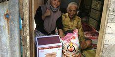 Jalan Terjal Dompet Dhuafa Serahkan Bantuan untuk Nenek Gembong dan Umi Kalsum
