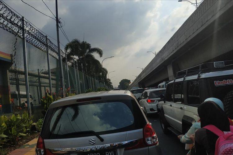 Kemacetan di sekitar Rumah Tahanan (Rutan) Cipinang pada Hari Raya Idulfitri, Rabu (5/6/2019).