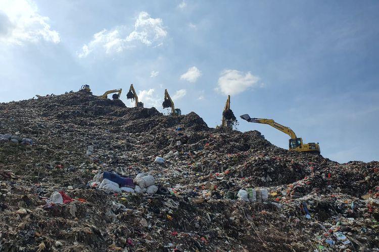 Tumpukkan sampah di TPST Bantargebang, Bekasi, Jawa Barat.