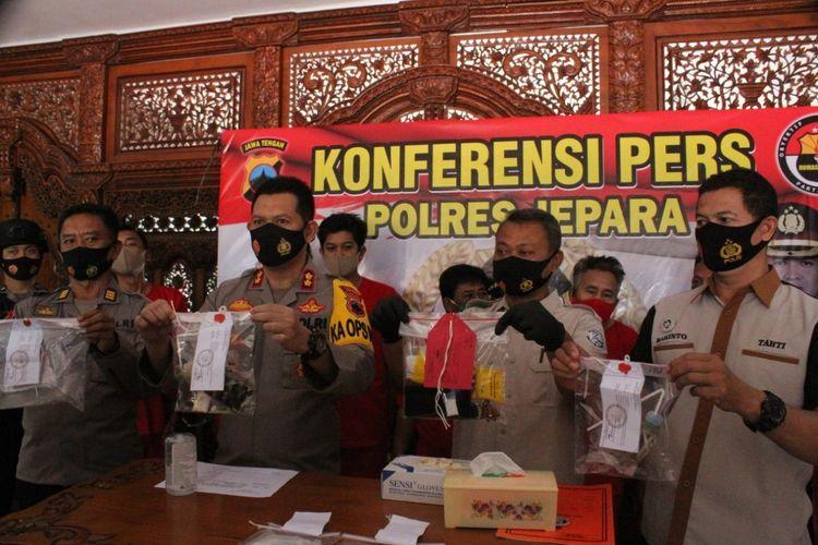 Jumpa pers kasus penyalahgunaan narkotika di Mapolres Jepara, Jawa Tengah, Selasa (23/2/2021).