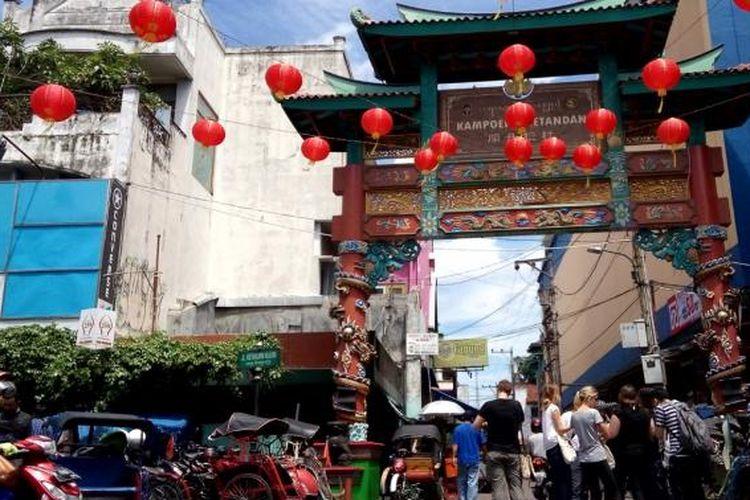 Gapura masuk ke Kampung Ketandan di Jalan Malioboro. Kampung ini erat kaitannya dengan sejarah  Kapitan Tan Jin Sing.