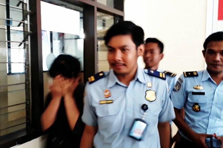 Seorang WNA asal Tiongkok dideportasi pihak Keimigrasian kota Palopo, Sulawesi Selatan, karena menyalahgunakan Visa, Rabu (08/05/2019)