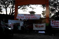 9 Bulan Tak Gajian, Petugas Kebersihan Demo di Jalan Trans Sulawesi