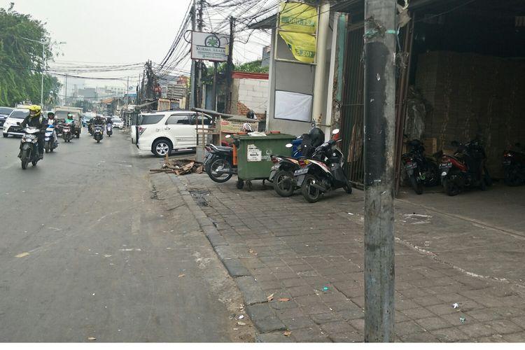 Kondisi trotoar kawasan Tanah Abang, Jakarta Pusat, Senin (29/7/2019)