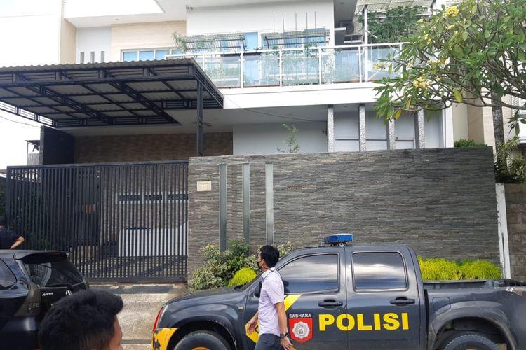 Salah satu rumah mewah dua lantai di Jalan Danau Semayang, Kelurahan Sungai Pinang Luar, Kota Samarinda, Kalimantan Timur, yang dirampok tiga pelaku, pada Selasa (20/4/2021).