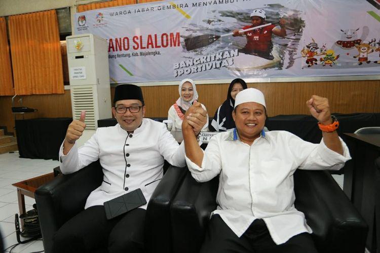 Gubernur Jabar terpilih Ridwan Kamil dan Wakil Gubernur Jabar terpilih Uu Ruzhanul Ulum saat hadir dalam rapat pleno terbuka penetapan gubernur dan wakil gubernur terpilih di Kantor KPU Jabar, Selasa (24/7/2018).