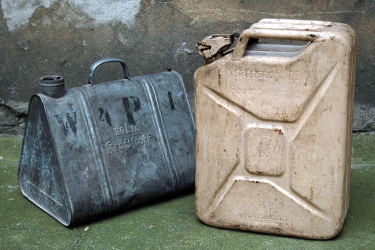 Ilustrasi jeriken dari bahan pelat baja