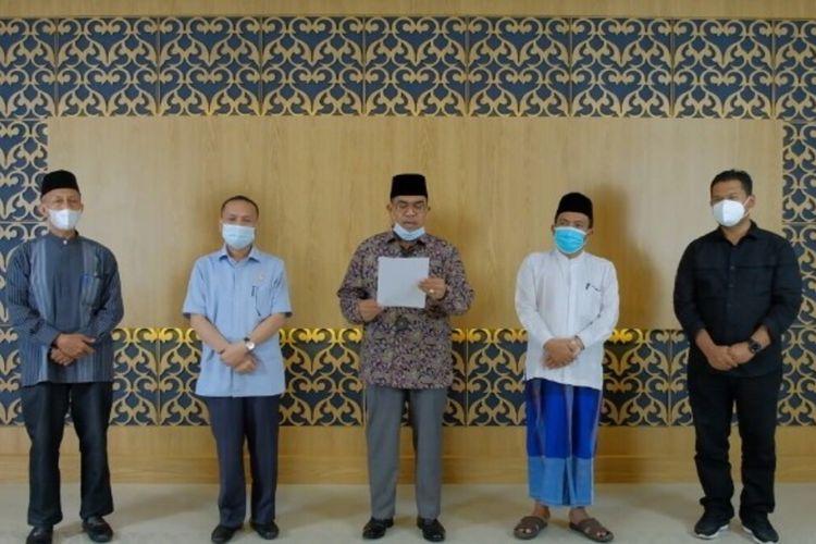 Sejumlah tokoh agama islam di Provinsi Riau mengadakan pertemuan bersama Polda Riau, membahas hal yang berkaitan dengan status zona merah Covid-19 di Kota Pekanbaru dan menyampaikan Surat Edaran (SE) Wali Kota Pekanbaru (Firdaus) terkait shalat Idul Fitri agar dilaksanakan di rumah saja.