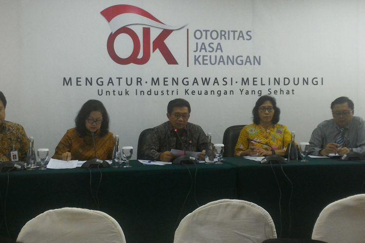 Konferensi pers Otoritas Jasa Keuangan (OJK) di Jakarta, Rabu (10/5/2017).