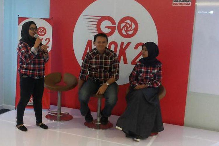 Pendiri kelompok relawan Teman Ahok, Amalia Ayuningtya (berdiri) saat hadir dalam acara peluncuran aplikasi Go Ahok 2, di Kantor Partai Solidaritas Indonesia (PSI), Tanah Abang, Jakarta Pusat, Senin (28/11/2016).