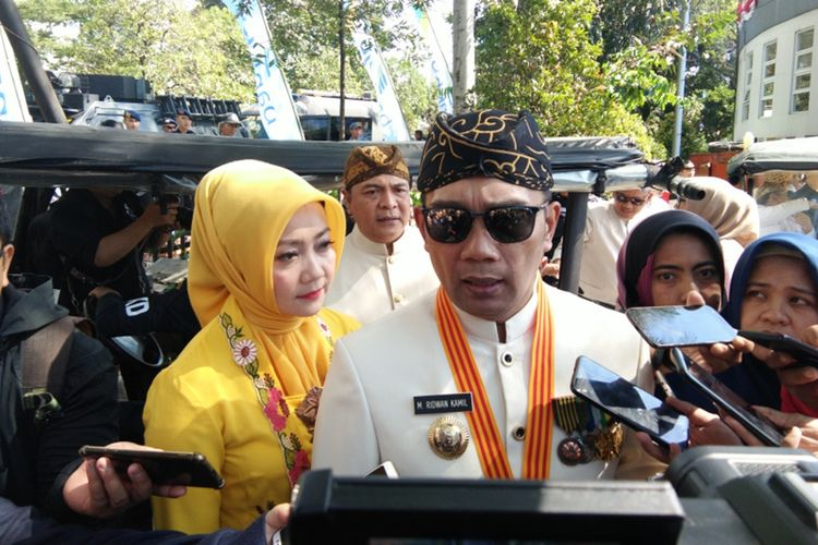Gubernur Jawa Barat Ridwan Kamil saat ditemui usai memimpin upacara peringatan HUT ke -74 Provinsi Jawa Barat di Lapangan Gasibu, Jalan Diponegoro, Senin (19/8/2019).