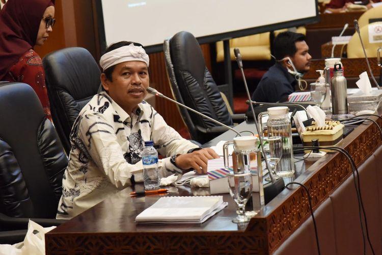 Wakil Ketua Komisi IV DPR RI Dedi Mulyadi saat rapat kerja dengan Kementerian Lingkungan Hidup dan Kehutanan membahas tentang permintaan Suku Baduy dihapus dari peta wisata, di Jakarta, Rabu (8/7/2020).