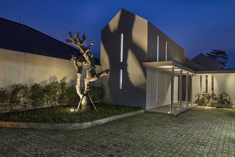 Rumah minimalis dengan fasad sederhana karya Erwin Kusuma