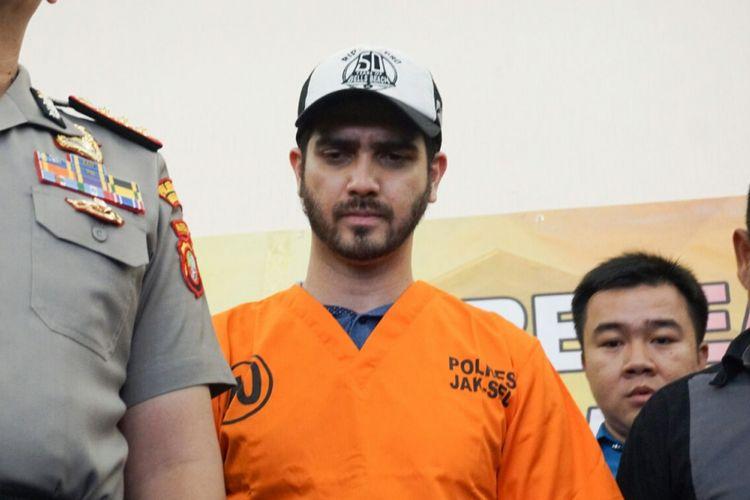 Artis peran Fachri Albar diperiksa dalam kasus dugaan penyalahgunaan narkoba di Polres Metro Jakarta Selatan, Rabu (14/2/2018).