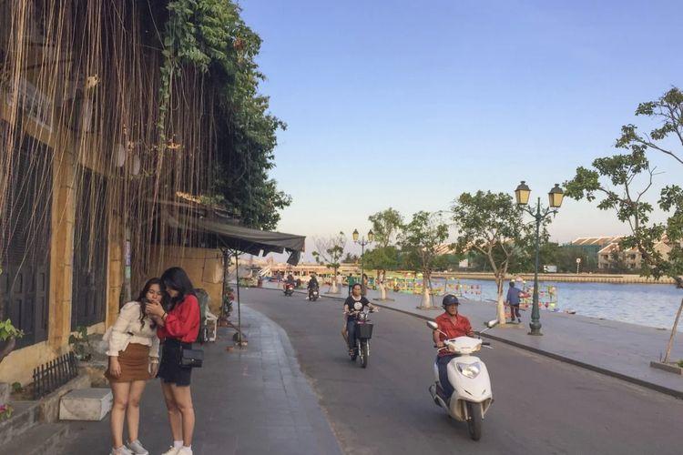 Wisatawan domestik di Vietnam kembali meramaikan beberapa destinasi wisata. Salah satunya Hoi An.