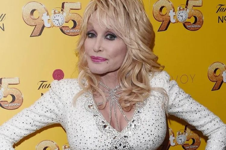 Dolly Parton mengasuransikan payudaranya sebagai aset.