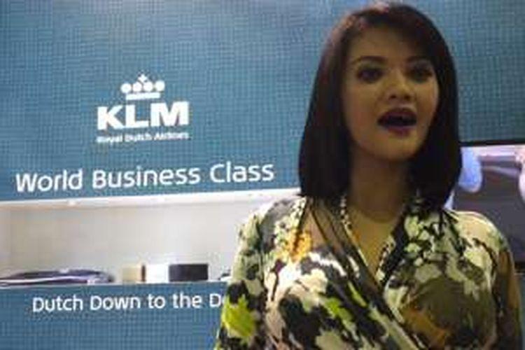 Farah Quinn, Sabtu (9/4/2016), resmi menjadi Brand Ambassador Indonesia untuk maskapai KLM. Celebrity Chef itu akan menghadirkan menu-menu Indonesia di Business Class dan Economy Class pada penerbangan Jakarta-Kuala Lumpur-Jakarta dan Jakarta-Bali-Jakarta.