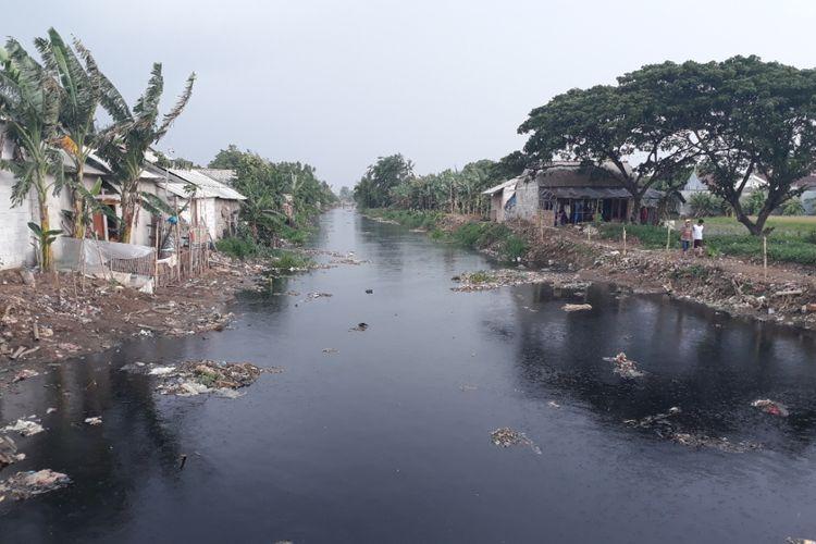 Kondisi Kali Pisang Batu, Tarumajaya, Kabupaten Bekasi pasca lautan sampah selesai diangkut, Kamis (17/1/2019).