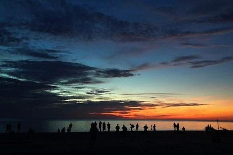 Suasana Pantai Serdang, Belitung Timur, Rabu (9/3/2016).