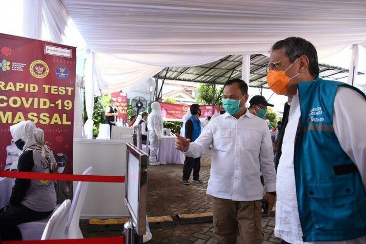 Wakil Wali Kota Tangerang Selatan, Benyamin Davnie memantau langsung kegiatan rapid test yang digelar Badan Intelijen Negara (BIN) di Kelurahan Pondok Betung, Pondok Aren, Tangerang Selatan, Jumat (15/5/2020)