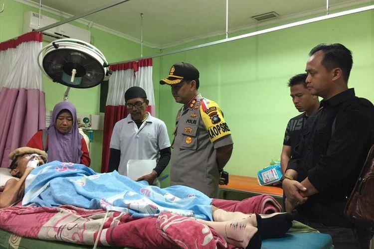 Kapolres Karimun berkunjung dan melihat langsung kondisi Alandra yang mengidap pwnyakit kanker otak