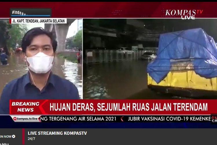 Tangkapan layar Kompas TV, Jalan Kapten Tendean tak bisa dilalui kendaraan sebab digenangi air setinggi 30 sampai 50 sentimeter pada Sabtu (20/2/2021).