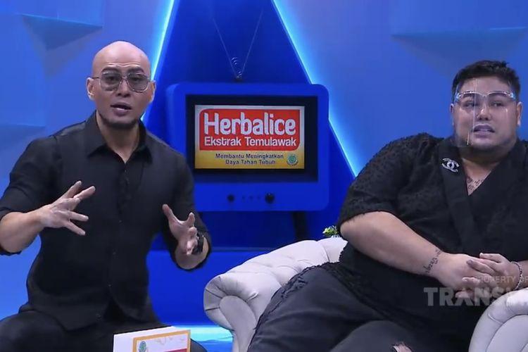 Deddy Corbuzier dan Ivan Gunawan bahas soal hutang. (Bidikan layar YouTube TransTV Official).
