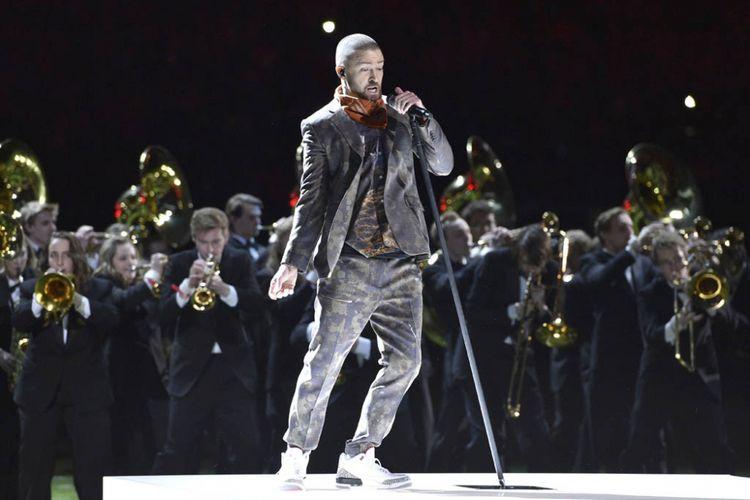 Justin Timberlake tampil di panggung pada jeda pertandingan the Pepsi Super Bowl LII di  Stadion U.S. Bank, 4 Februari 2018 di Minneapolis, Minnesota.