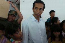 Datang Bawa Bantuan, Jokowi Diserbu Pengungsi Rawa Buaya