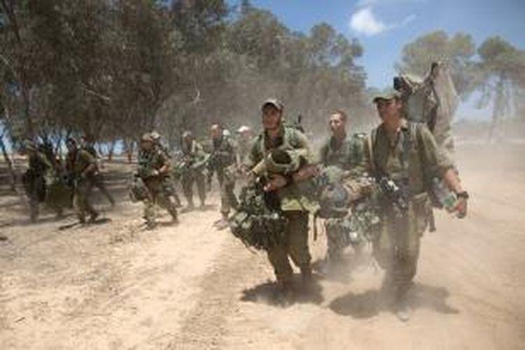 Unit-unit infantri Israel dikerahkan ke perbatasan dengan Jalur Gaza untuk mendukung serangan darat terhadap wilayah Palestina itu.