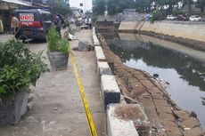 Turap Kali Sunter Longsor Akibat Diterjang Arus Air Banjir