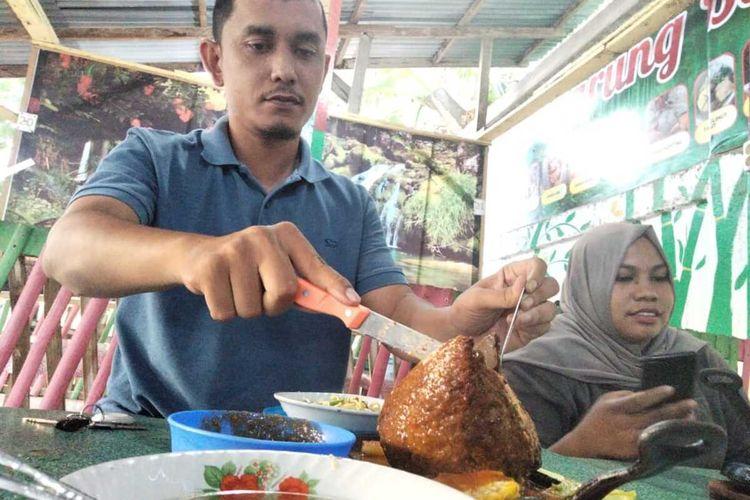 Warung bakso Lava di Desa Tambon, Kecamatan Dewantara, Kabupaten Aceh Utara