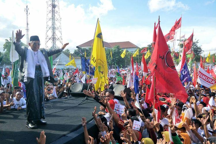 Calon wakil presiden nomor urut 01 Maruf Amin berkampanye terbuka di Lapangan Selong, Lombok Timur, Selasa (1/4/2019).