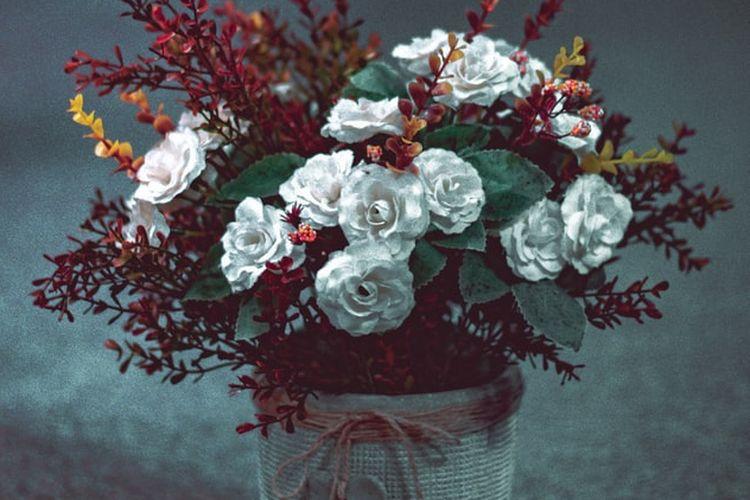 Ilustrasi bunga tiruan
