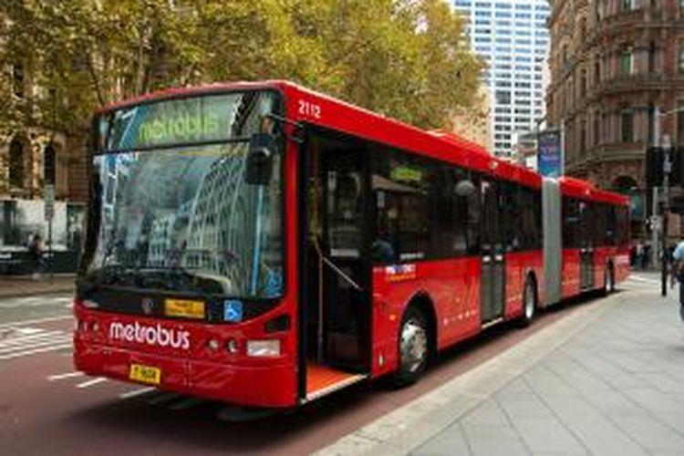 Bus gandeng produksi Scania yang digunakan untuk transportasi massal di Sydney, Australia.