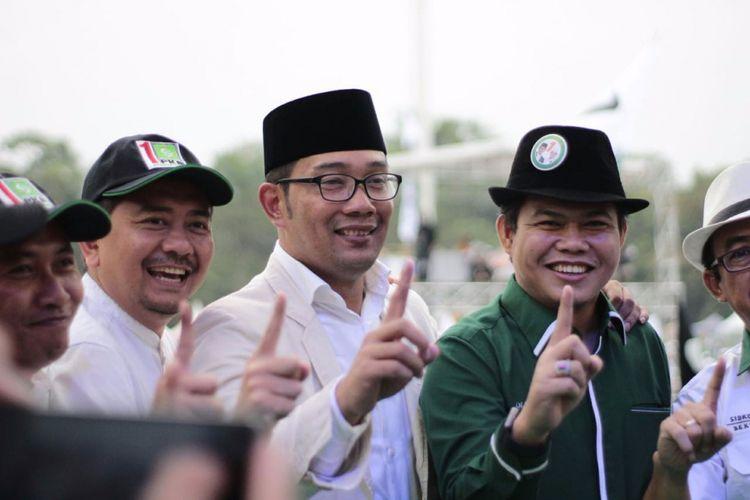 Ridwan Kamil dan Oleh Soleh (dua dari kanan) saat kampanye terakhir di Tegalega, Bandung.