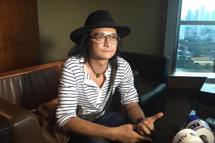 Andy /rif seusai menghadiri keterangan pers tentang konser Yockie Suryo Prayogo in Rock Menjilat Matahari di Menara Bank Mega, Jalan Kapten Tendean, Jakarta Selatan, Selasa (3/10/2017).