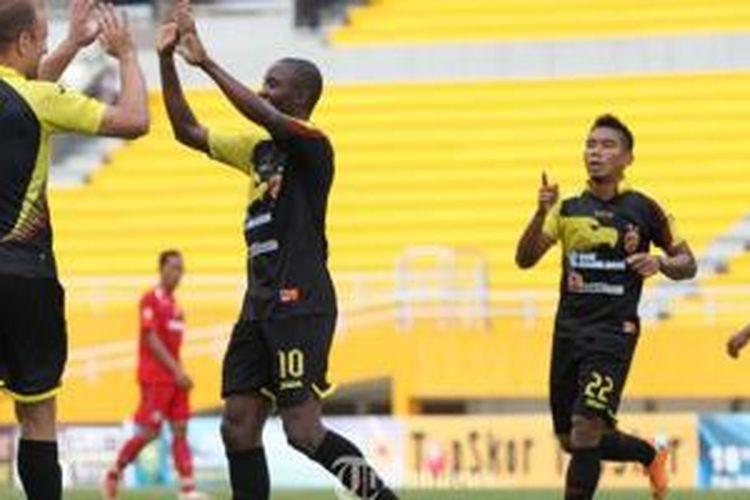 Sriwijaya FC (hitam) siap menyambut ISL 2015.