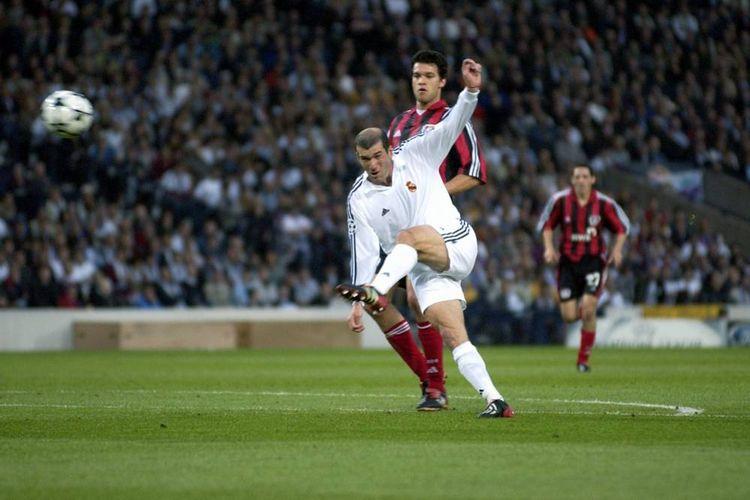 Zinedine Zidane mencetak gol bagi Real Madrid dalam partai final Liga Champions 2001-2002 melawan Bayern Leverkusen.