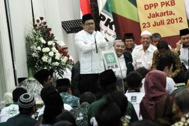 Ketua Umum Partai Kebangkitan Bangsa (PKB), Muhaimin Iskandar berbicara saat acara tasyakuran hari lahir ke 14 PKB di kantor DPP PKB Jakarta Pusat, Senin (23/7/2012).