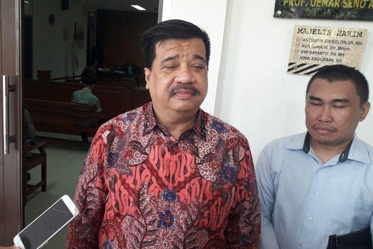 Kuasa hukum mantan Panglima ABRI Jenderal TNI (Purn) Wiranto, Adi Warman, saat ditemui di Pengadilan Negeri Jakarta Timur, Kamis (15/8/2019).