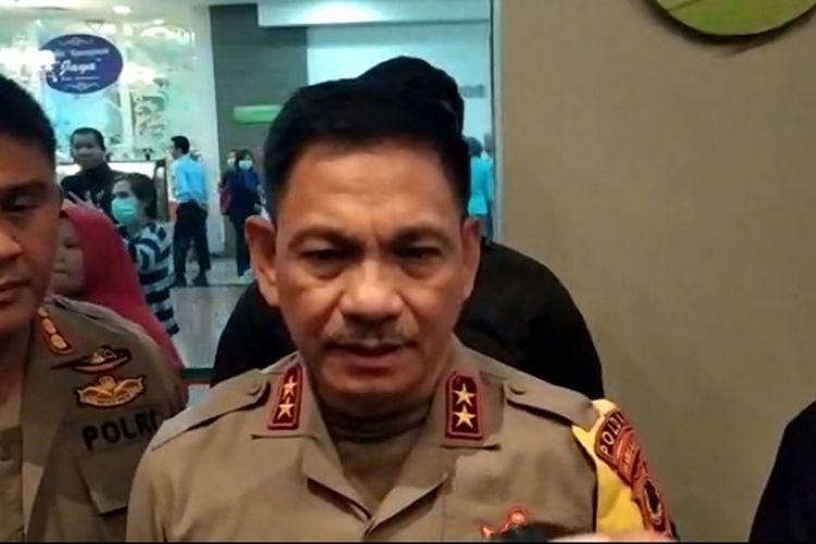 Kapolda Sulsel Irjen Pol Guntur Laupe saat diwawancara di Rumah Sakit Awal Bros Makassar usai demo ricuh di gedung DPRD Sulsel, Selasa (24/9/2019).