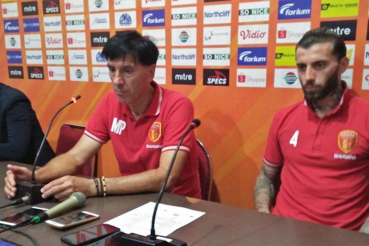 Bojan Malisic (kanan) dan Milan Petrovic, pelatih Perseru Badak Lampung FC.