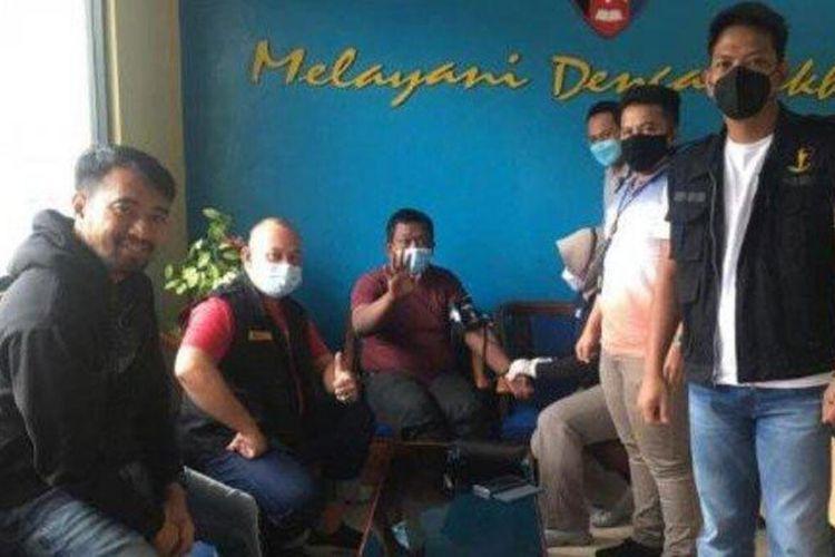 Agus Wiyanto, anggota Polres Pringsewu yang ditemukan telantar di area Pelabuhan Merak selama 10 hari. Ia mengaku pengin pulang ke keluarganya. Foto penemuannya kemudian viral di media sosial.