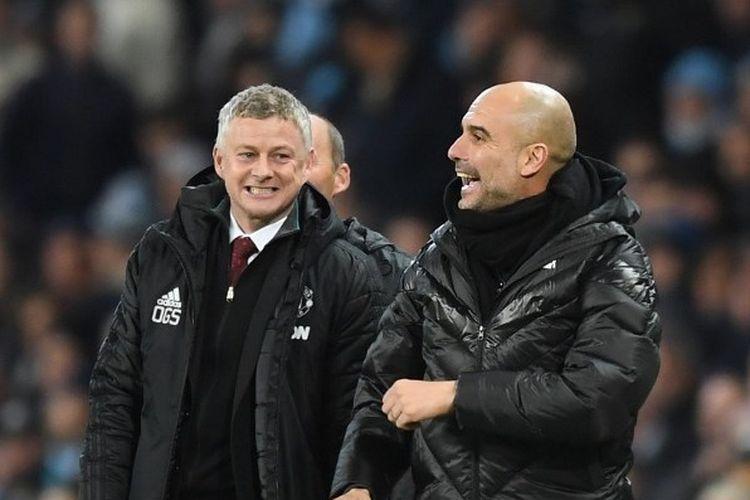 Manajer Manchester United, Ole Gunnar Solskjaer, berbincang dengan manajer Manchester City, Pep Guardiola.