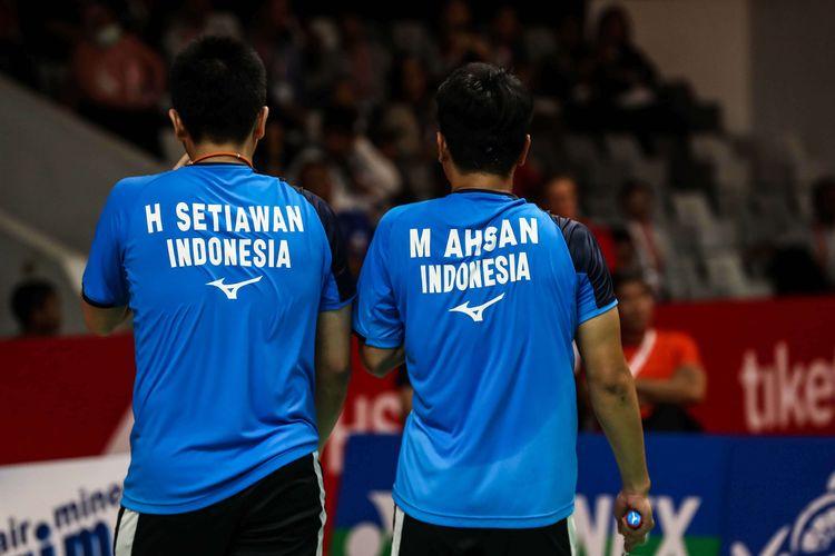 Pasangan ganda putra Indonesia, Mohammad Ahsan/Hendra Setiawan melawan wakil Taiwan, Lee Yang/Wang Chi Lin saat pertandingan babak perempat final Indonesia Masters 2020 di Istora Senayan, Jakarta, Jumat (17/1/2020). Ahsan/Hendra menang atas Lee/Wang (Taiwan) dalam tiga gim dengan skor 9-21, 21-15, 21-19 dalam tempo 44 menit.