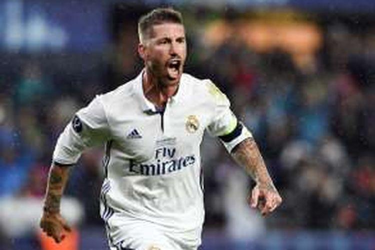 Selebrasi bek Real Madrid, Sergio Ramos, usai membobol gawang Sevilla dalam laga Piala Super Eropa 2016 di Stadion Lerkendal, Trondheim, Norwegia, pada Selasa (9/8/2016) atau Rabu dini hari WIB.