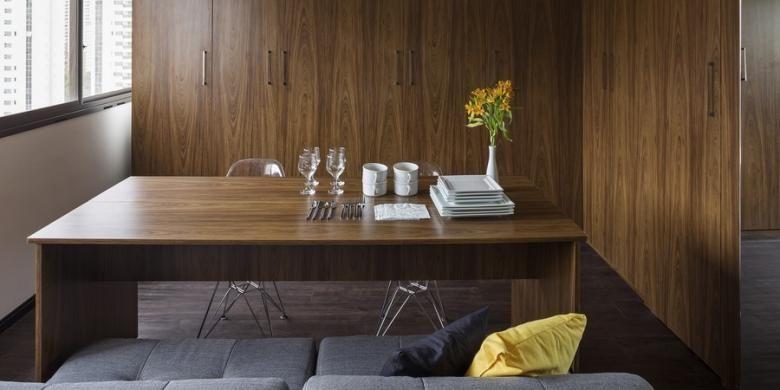 BEP Architects hanya melakukan trik sederhana berupa pemasangan tempat tidur yang dapat dimasukkan dalam lemari. Selain itu, meja yang ada di bagian kaki tempat tidur juga bisa dialihfungsikan sebagai meja makan.