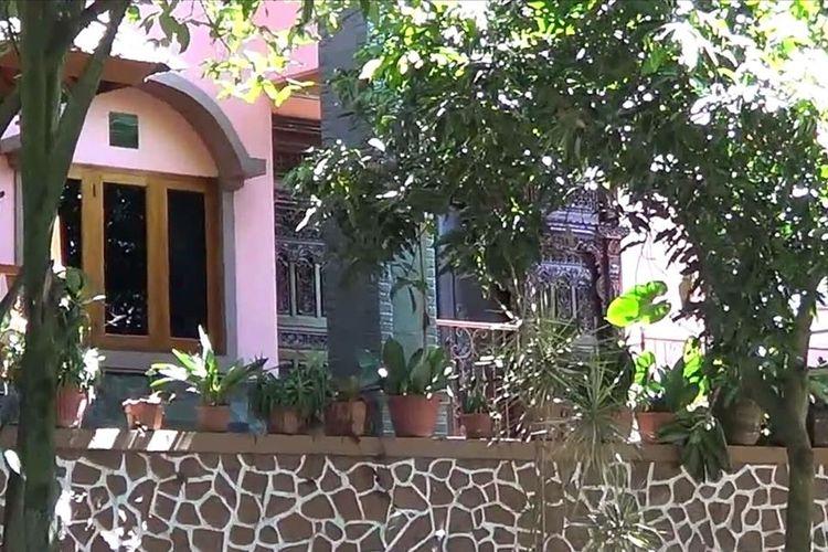 Rumah pribadi Sekda Jabar Iwa Karniwa di Perum Fadjar Raya Estate Blok E 1 RT 03/24 Kelurahan Cibabat, Kecamatan Cimahi Utara, Kota Cimahi