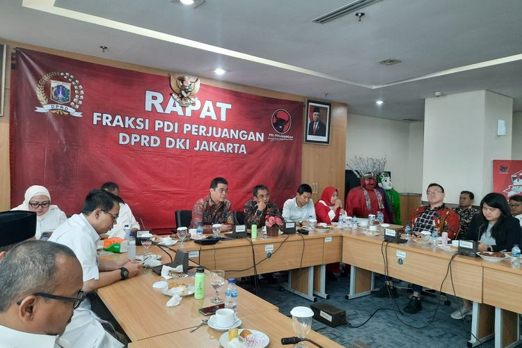 Calon Wakil Gubernur DKI Jakarta Ahmad Riza Patria saat melakukan kunjungan ke Fraksi PDI-P DPRD DKI, Rabu (5/2/2020)